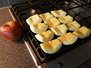 Apple pie: Align the apples kipkitchen.com #ApplePie #recipe #desserts