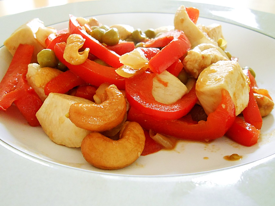 Chicken stir fry: chicken-cashew-nuts-9 kipkitchen.com #chicken #StirFry #recipe #dinner #healthy