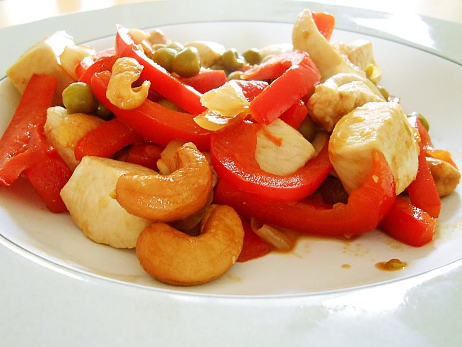 Chicken stir fry: chicken-cashew-nuts-9 kipkitchen.com #chicken #StirFry #recipe #dinner #healthy