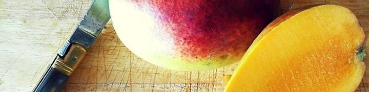 Mango Muffin Recipe   kipkitchen.com #muffin #mango #dessert
