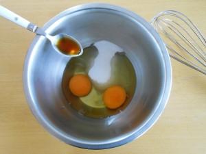 Madeleine Cookie Recipe Add Eggs, Sugar and Vanilla Aroma | kipkitchen.com #recipe #food #chocolate #paris
