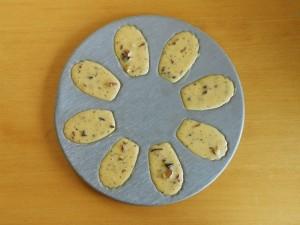 Madeleine Cookie Recipe Fill Madeleine Pan | kipkitchen.com #recipe #food #chocolate #paris
